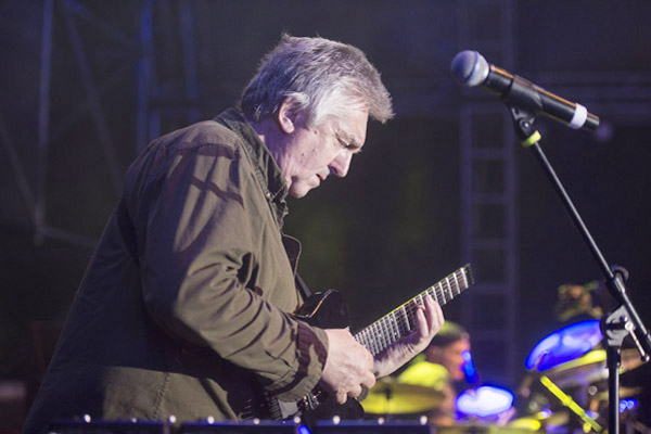 Progressive guitar virtuoso Allan Holdsworth dead