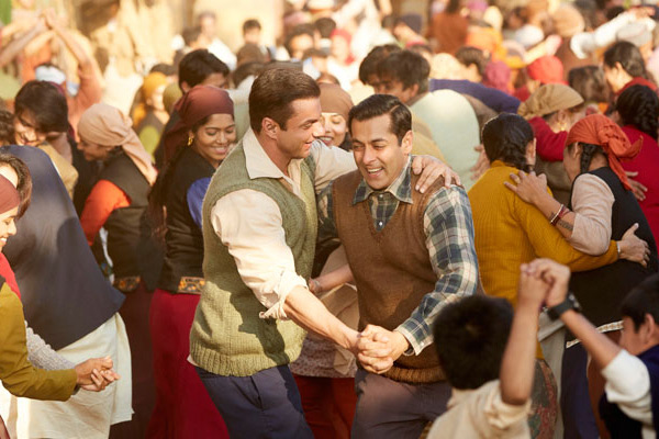 Tubelight: Watch Salman Khan, Sohail dance in new song Naach meri jaan
