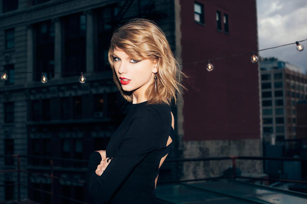 Taylor Swift Previews New Song 'Ready for It' in College Football Ad