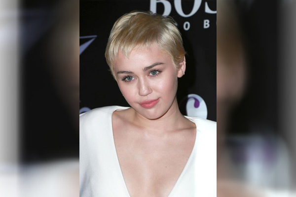 Miley Cyrus S Quarantine Haircut Pixie Mullet And She Loves It Radioandmusic Com