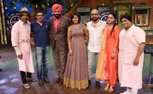 kapil with Sunidhi's father on the kapil sharma show