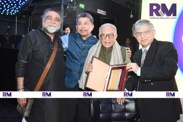 (from left to right) Prahlad Kakkar, Anil Wanvari, Ameen Sayani, Sam Balsara