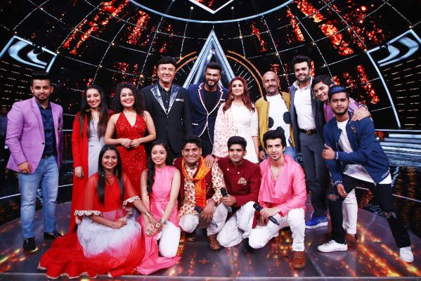 Parineeti Chopra and Arjun Kapoor with Indian Idol 10 team