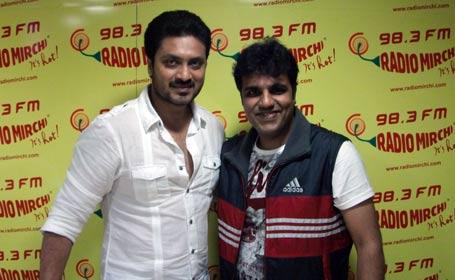 0a8e7743bfc MUMBAI  Balcony Badshah RJ Avinash treated listeners to an exciting show as  the Edegarike team visited the Radio Mirchi studios as part of a  promotional ...