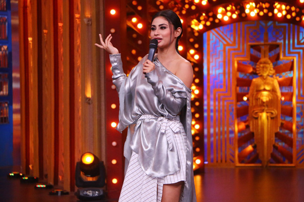 Mouni Roy to sing on Colors' 'Entertainment Ki Raat