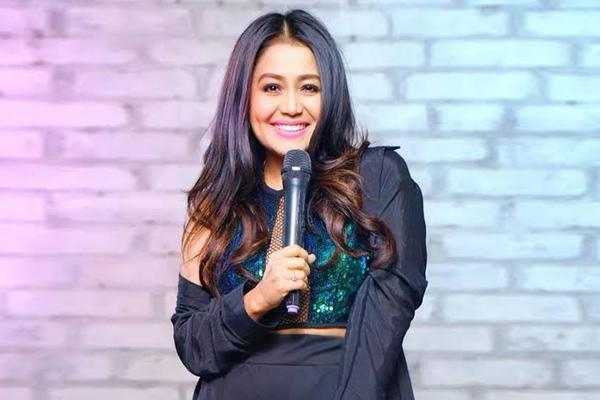 Indian Idol Special Neha Kakkar Shakes A Leg With Divya Khosla Kumar On Yaad Piya Ki Aane Lagi Radioandmusic Com