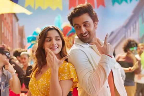 Alia, Ranbir make for the perfect pair as they shoot for an ad