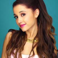 Ariana Grande sold $30,000 worth of perfume in an hour