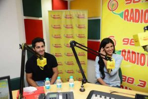 Lekar Hum Deewana Dil on Radio Mirchi