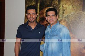 Director Umang Kumar and Actor Randeep Hooda strike a pose