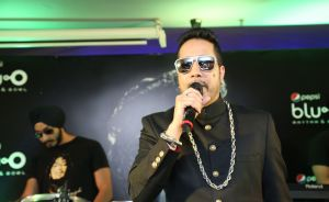Mika Singh performs live at Ambience Mall, Gurgaon