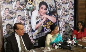 Asha Bhosle unveils Society Magazine cover