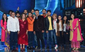 Virendra-Sehwag,-judges-and-Indian-Idol-9-contestants