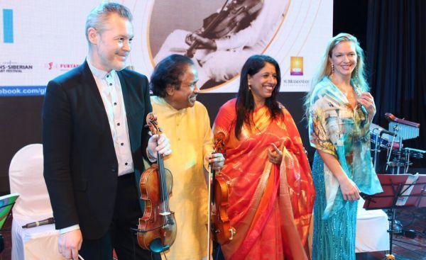 Violinist Dr. L. Subramaniam, Singer Kavita Krishnamurthy
