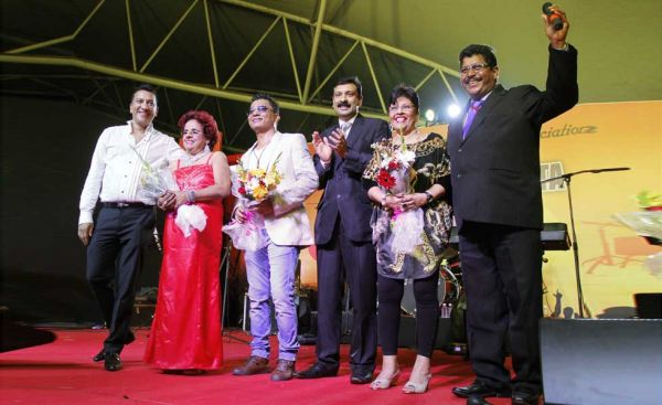 Felicitation of artiste at Musical Fiesta 2017